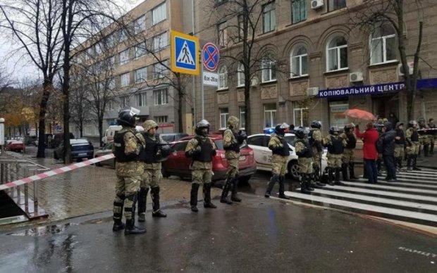 Рюкзаки Авакова: Ківа із озброєними тітушками увірвався до суду