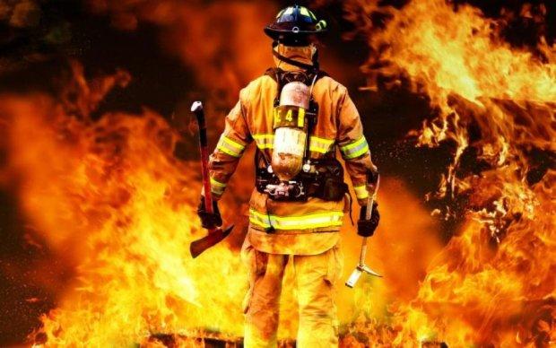У Харкові спалахнула масштабна пожежа: фото