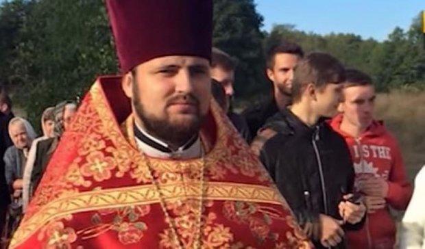 Повії пограбували священика після його смерті
