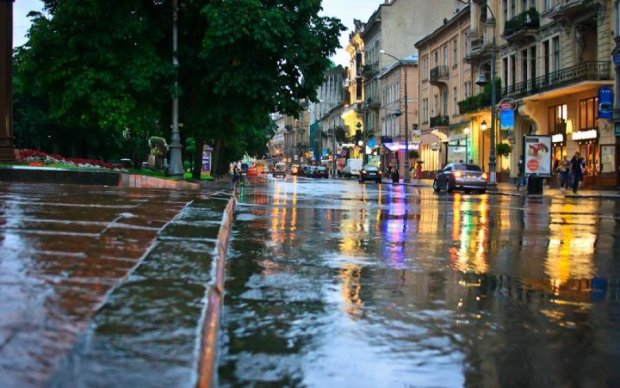Погода у Львові 28 червня: діставайте светри і куртки