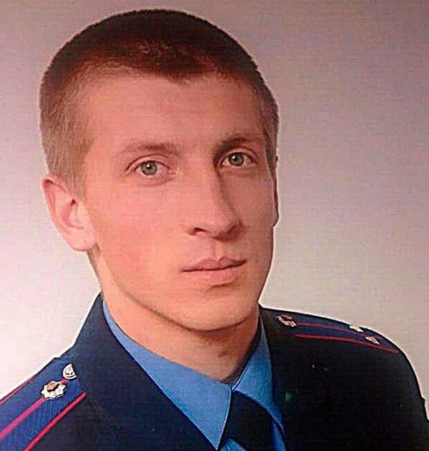 Надели противогаз, избили и изнасиловали - один из копов, надругавшихся над киевлянкой, был замечен во Львове