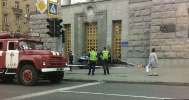 Харківський шумахер на шаленій швидкості влетів до Кернеса: перевіряв на міцність, кадри інциденту