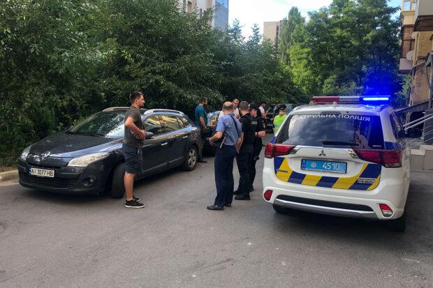 """У головний офіс ПриватБанку увірвалися люди зі зброєю: """"Це не обшуки"""""""