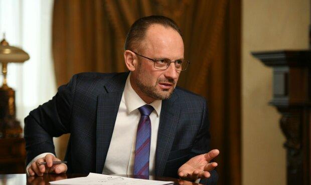 Стало известно, кто заменит Бессмертного на переговорах в Минске: дипломат с огромным опытом