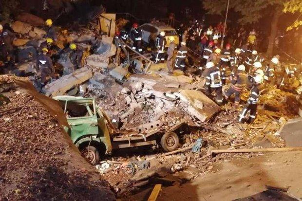 Вибух у центрі Києва: бетон рознесло на десятки метрів, все в руїнах — відео з місця подій