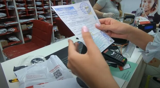 """Українцям продають фальшиві довідки про відсутність коронавірусу: """"Є печатка і підпис лікаря"""""""