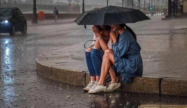 Синоптики розповіли, яка погода буде в серпні: шквали, грози і спека