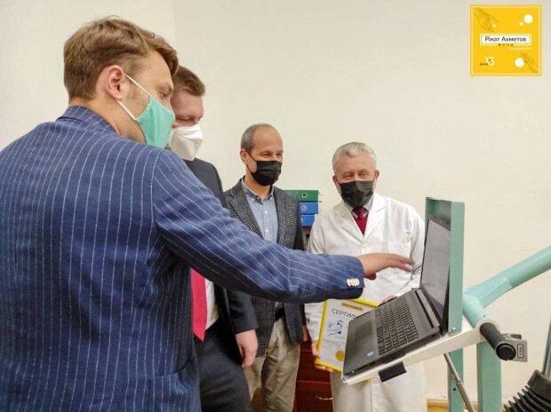 Фонд Рината Ахметова передал современное оборудование