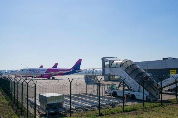 """Аеропорт """"Київ"""" відновлює роботу - куди полетимо в першу чергу"""