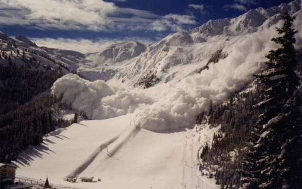 Жуткая лавина погребла заживо группу альпинистов