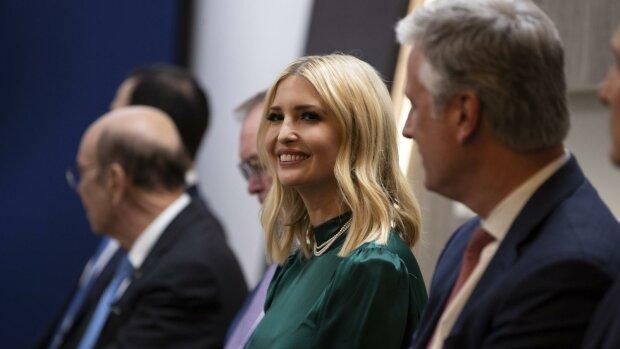 Первая дочь Америки покорила Давос: яркие образы Иванки Трамп на экономическом форуме