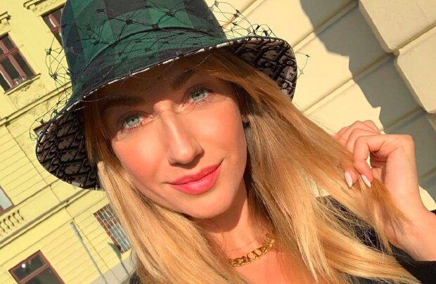 """""""Девочка без комплексов"""": Леся Никитюк засветила бесконечные ножки лишь в рубашке"""