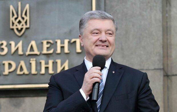 """Порошенко """"охрестив"""" себе президентом України знову: що сталося"""