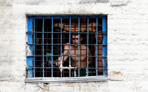 Катувати будуть по-новому - секретні в'язниці СБУ відновили роботу