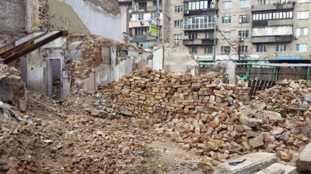 В столице украли  дом Михаила Грушевского