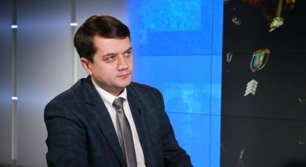 """Разумков заговорил об """"отсидке"""" слуги народа Иванисова за изнасилование: """"Много фейков"""""""