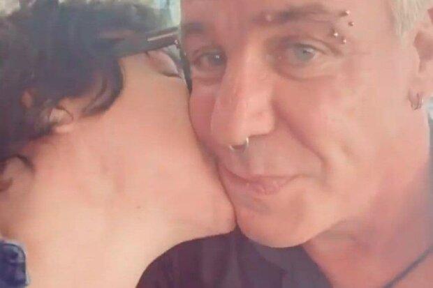 """Лоліта присмокталася у пристрасному поцілунку до коханого Лободи Ліндеманна: """"Від усього серця"""""""
