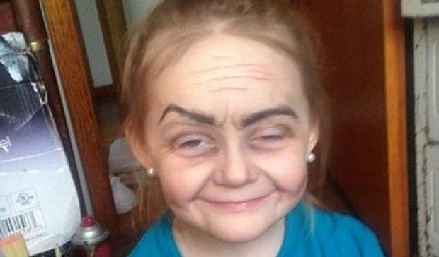 Трехлетняя бабушка позабавила интернет (фото)