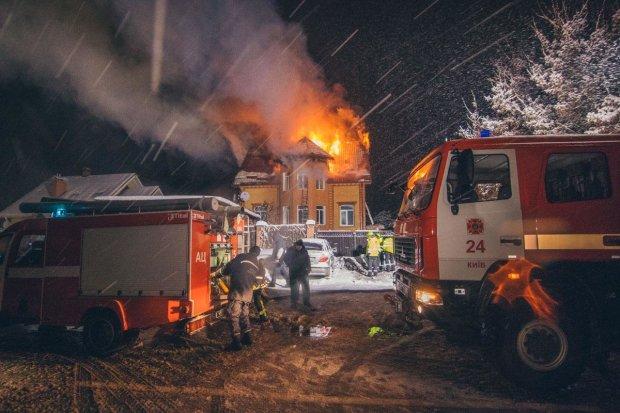 Пекельна пожежа охопила ресторан та піцерію в Києві: люди втекли, не розрахувавшись, фото