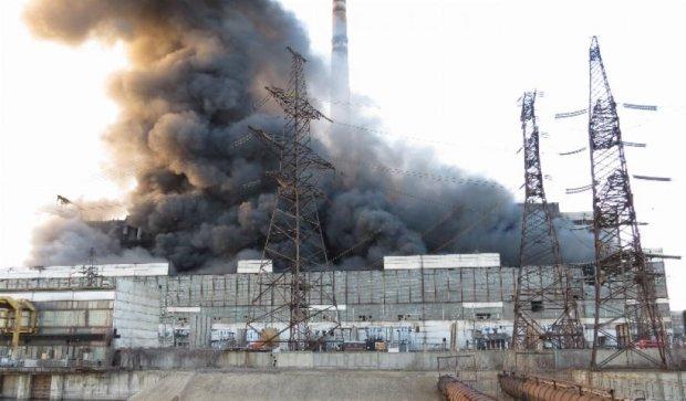 Углегорская ТЭС остановила работу из-за обстрела боевиками