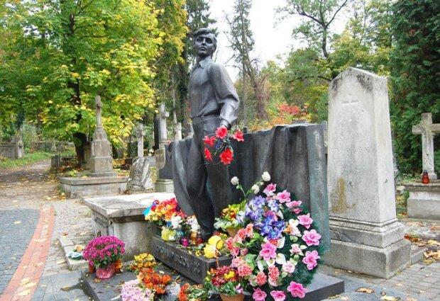 """22 мая - годовщина похорон Ивасюка, дикие детали убийства гения, """"Червону руту"""" которого поет весь мир"""