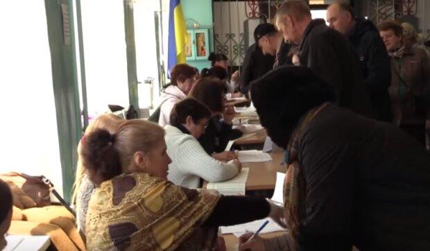 Украинцам на местных выборах будут раздавать бюллетени шести цветов: как не запутаться в многообразии