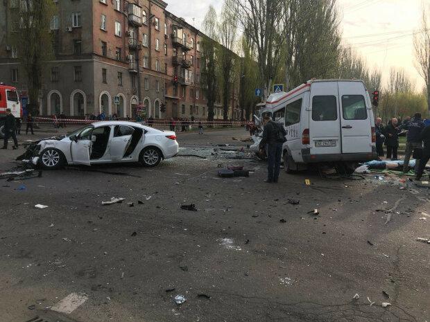 У Львові легковик і бус влетіли лоб в лоб, скалічені люди божеволіли від болю - кадри трагедії