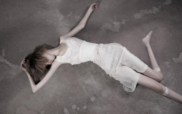 До костей: ужасная история девушки шокировала украинцев