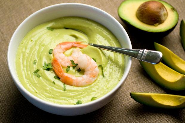 Крем-суп зі шпинату і щавлю з авокадо всього за 10 хвилин