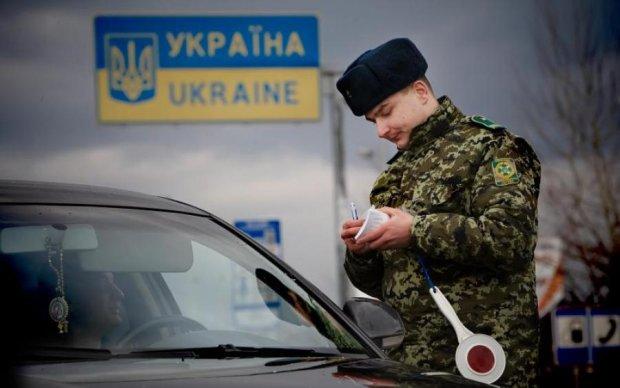 Такого паспорта украинские пограничники еще не видели: фото