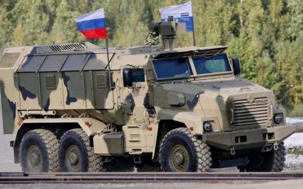 Эта страна победит сама себя: в России тягач уронил броневик, видео