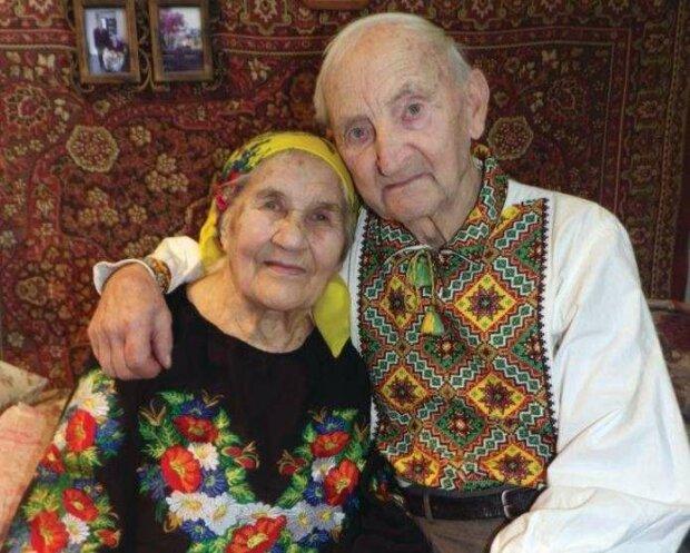 """На Буковине супруги отпраздновали 70 лет совместной жизни: """"Моя навеки"""""""