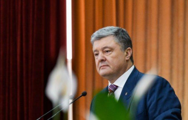 """В сети показали, какое будущее ждет Порошенко: """"На нары, а не на Канары"""""""