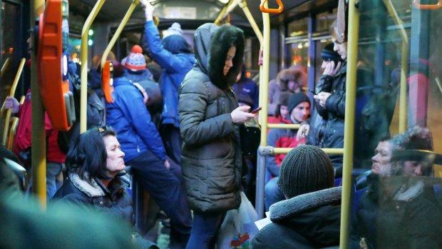 """""""Выходи, тварь конч**ая"""": украинка попала в троллейбус борзости, поездка в садик окончилась побоищем"""