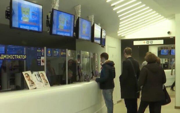 Работа кинотеатров во время карантина, кадр из видео