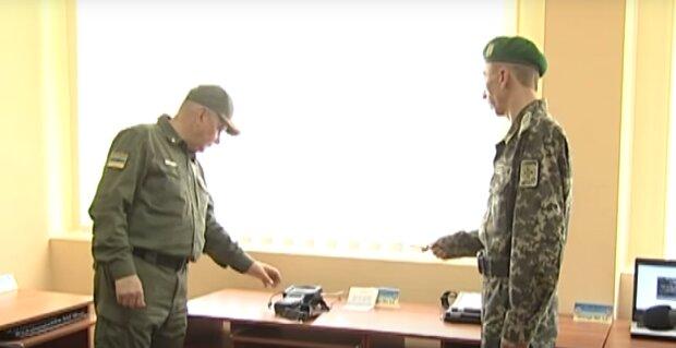Матерь Божья в ноутбуке - киевские пограничники разоблачили дьявольски хитрую аферу