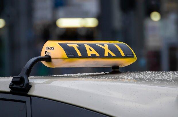 Сели в такси и исчезли: в Киеве мужчина и девушка из Казахстана так и не доехали до аэропорта