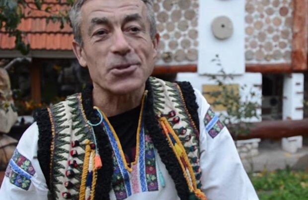 """Тернополянин 13 лет строил дом, чтобы задобрить предков: """"Вот моя Украина"""""""