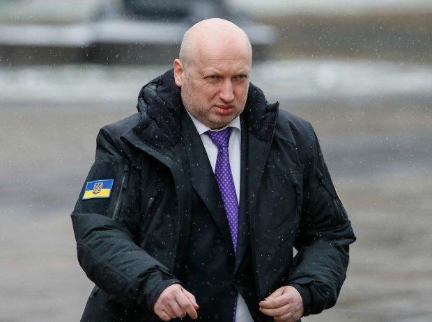Турчинов пригрозил Путину ударить ракетами по Керченскому мосту