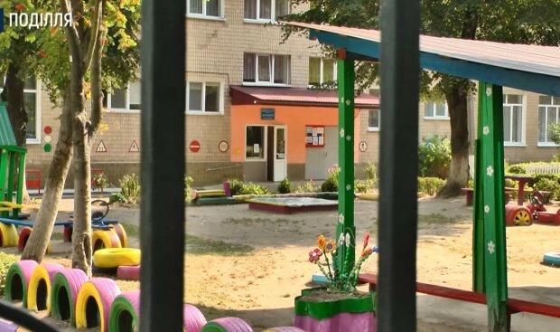 В Хмельницком мальчик выпал из окна детсада, скриншот