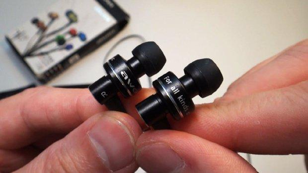 Медики розповіли, як навушники-затички впливають на слух