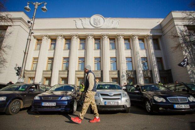 Нові правила розмитнення євроблях: скільки вимагатимуть заплатити за легалізацію авто
