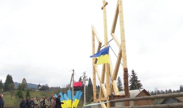 Дерев'яний герб / скріншот з відео