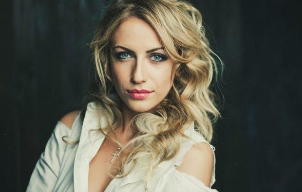 Монро відпочиває: Леся Нікітюк шокувала сексуальним виглядом на Хеллоуїн