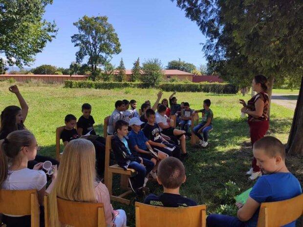 В Мукачево ученики занимаются на свежем воздухе, фото с Фейсбук