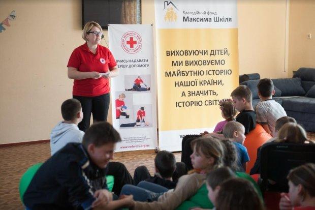 Благотворительный фонд Максима Шкиля совместно с Обществом Красного Креста Украины: самый важный урок первой помощи для детей