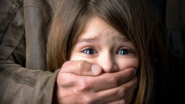Дівчинка перехитрила душителя-ґвалтівника, який в півтора рази старше її