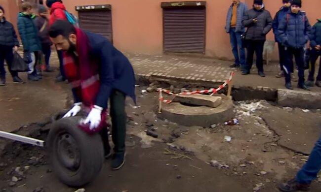 """У Чернівцях розлючені водії прийшли під мерію: """"Лопнули шини і терпець"""""""