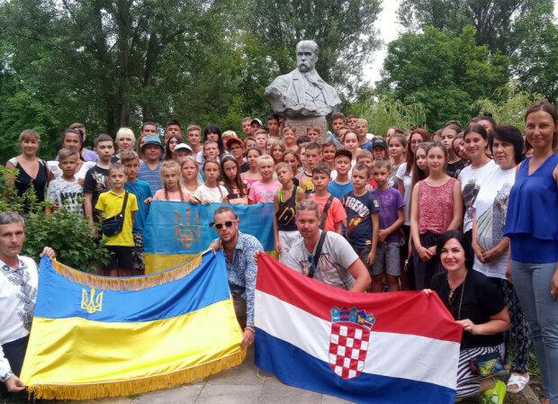 """Иностранный футболист с большим сердцем помогает маленьким украинцам: """"Знаю, что они чувствуют"""""""