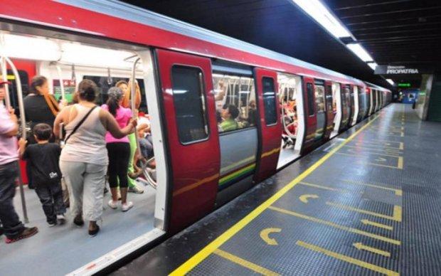 Серия взрывов содрогнула венесуэльское метро: обнародованы кадры